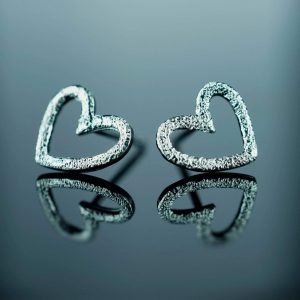 sidabriniai auskarai sirdys