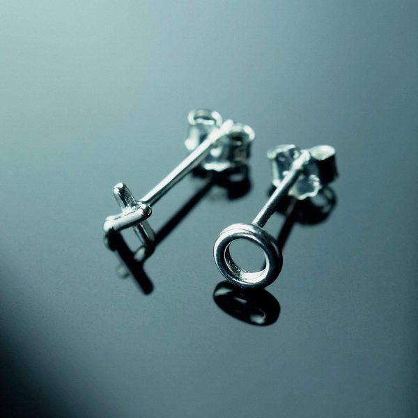 sidabriniai auskarai kryziukai nuliukai