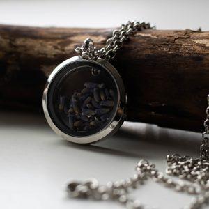 amuletas_levandu_ziedai