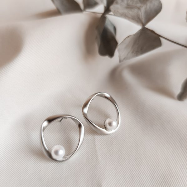 auskarai_silver_pearl